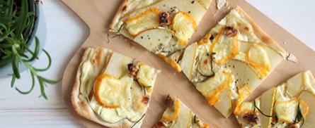 Würzig-fruchtiger Flammkuchen - Bild