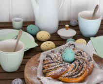 Osterkranz mit Marmelade und Mohn