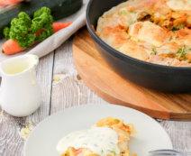Gemüsestrudel mit Käsesauce