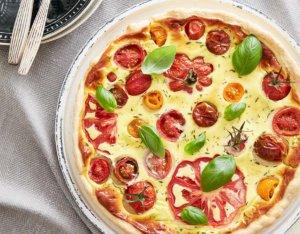 Quiche mit bunten Tomaten