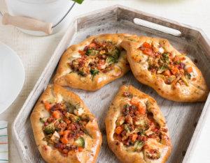 Pizzaschiffe mit Brokkoli