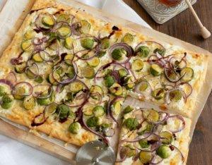 Pizza mit Kohlsprossen