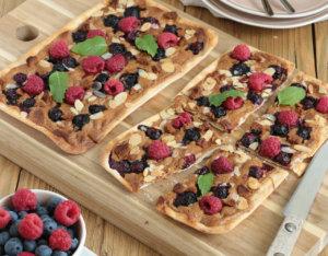 Flammkuchen mit Lotus-Creme und Beeren