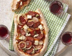 Pinsa mit Chorizo und Schafkäse